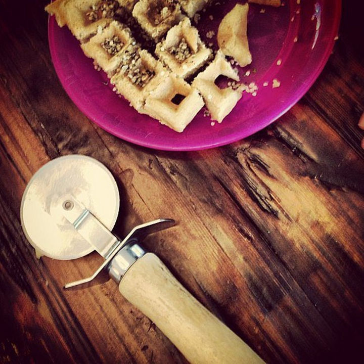 24 Life Hacks for Kids - Mornings can be hectic so speed up the process of cutting their food by using a pizza cutter.