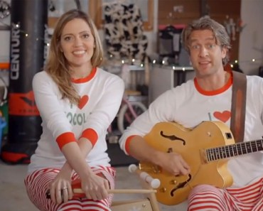 The Holderness family had us in stitches last year with the hilarious video Christmas card #XMAS JAMMIES and this year their sporting their jammies again for #JAMMIETIME.