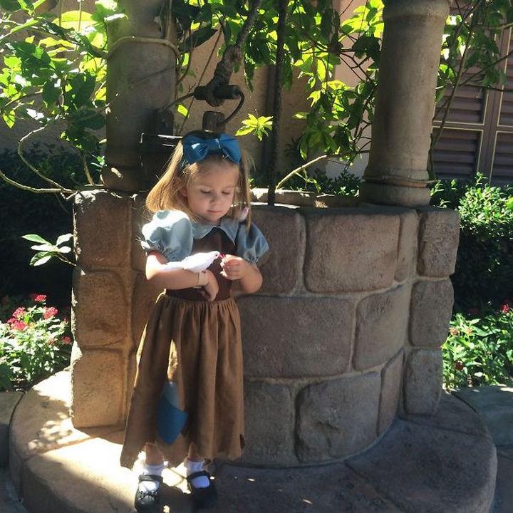 DIY Snow White costume.