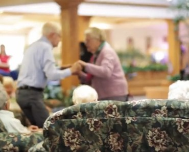 Piano Guys Perform Charlie Brown Songs at a Nursing Home.