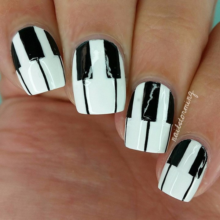 18 Music Nails - Ready for the rock show!