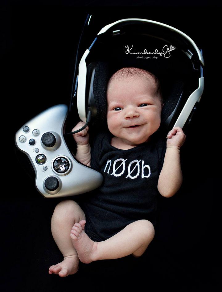 37 Newborns Wearing Geek Baby Clothes - Baby noob gamer.
