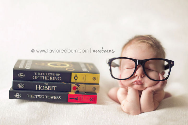 """37 Newborns Wearing Geek Baby Clothes - Baby """"Lord of the Rings"""" Bookworm."""