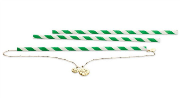 47 Amazing Life Hacks - Straws - Prevent tangled necklaces by looping them through a straw. Store them in your suitcase when traveling and don't worry about getting a tangled mess!