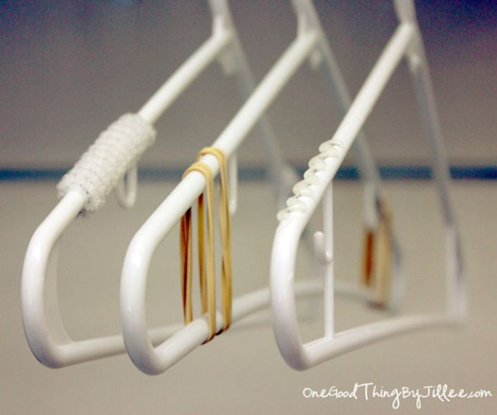 47 Amazing Life Hacks - Rubber Bands - Prevent your clothes from falling off clothes hangers by wrapping the ends with rubber bands.