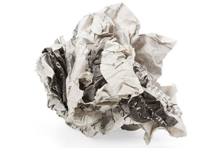 47 Amazing Life Hacks - Newspaper - Before recycling it, polish your dark leather shoes with a crumpled up page of newspaper. No polish needed!