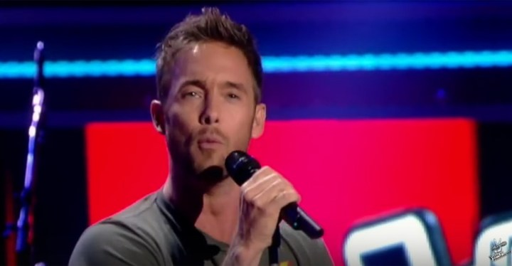 """Charly Luske Sings """"This Is a Man's World"""" on The Voice of Holland."""