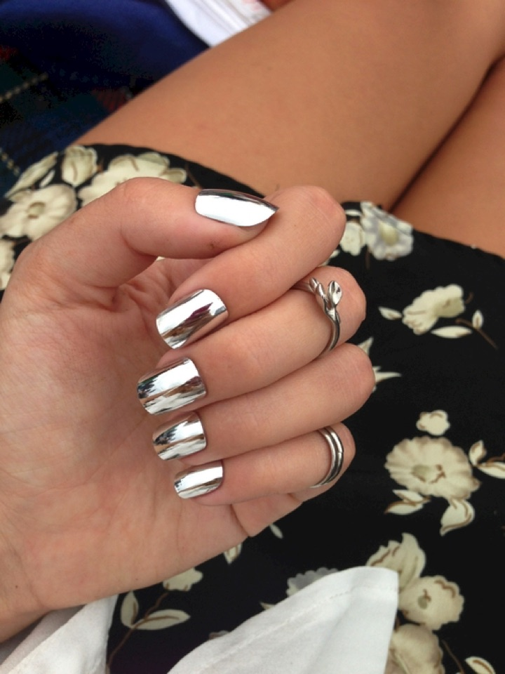 20 Metallic Nails - Mirrored nail wraps for ultimate shiny nails.