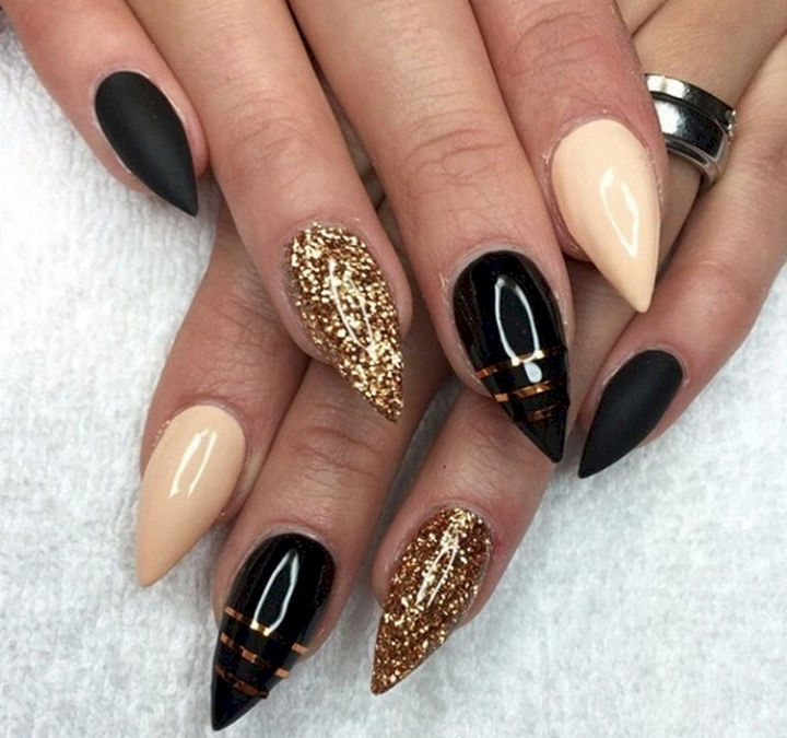22 Black Nails That Look Edgy and Chic - A classic look with a beautiful accent on each nail.