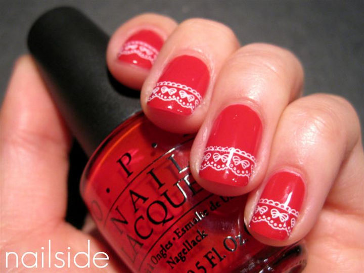 23 Christmas Nails - Christmas sweater nails will make you feel all warm and fuzzy.