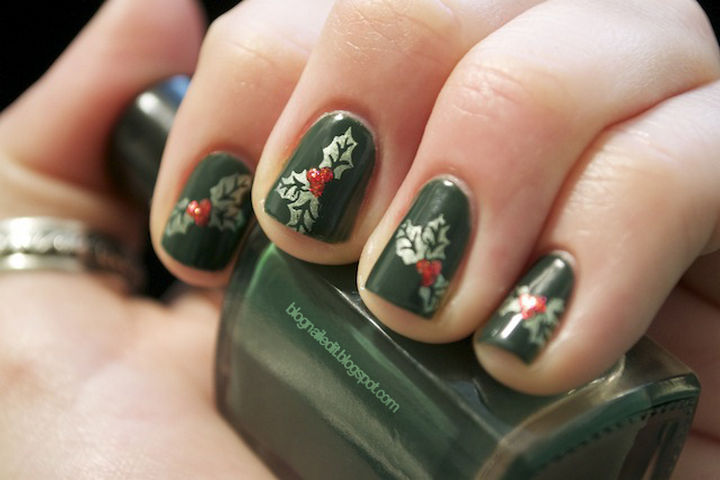 23 Christmas Nails - Have a holly, jolly Christmas with this Christmas manicure.