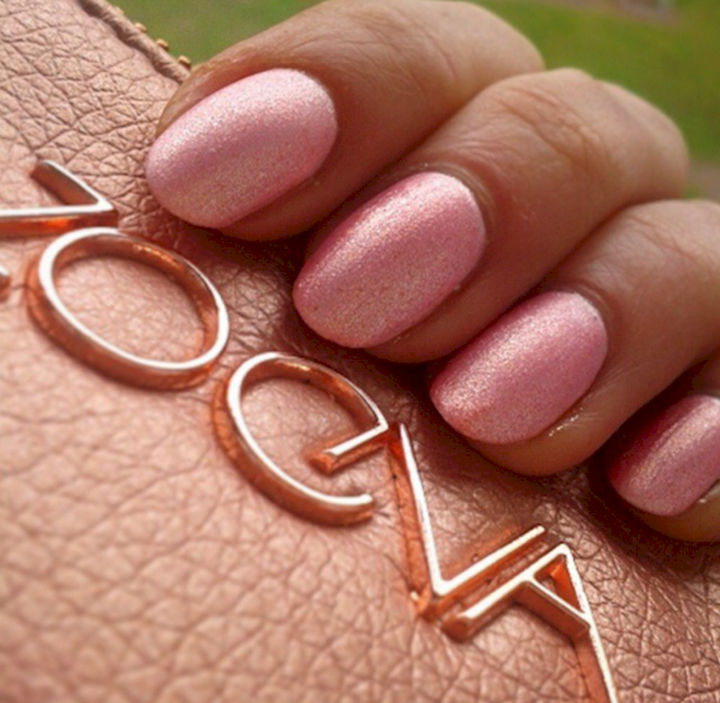 17 Rose Pink Nails - Pretty glittering pink nails.