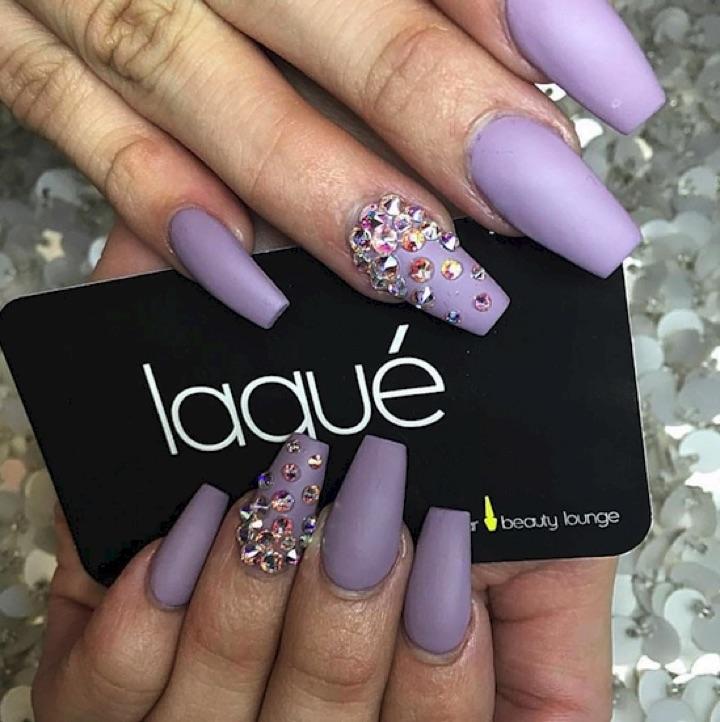 17 Extravagant Mauve Nail Manicures - Spectacular mauve mani.