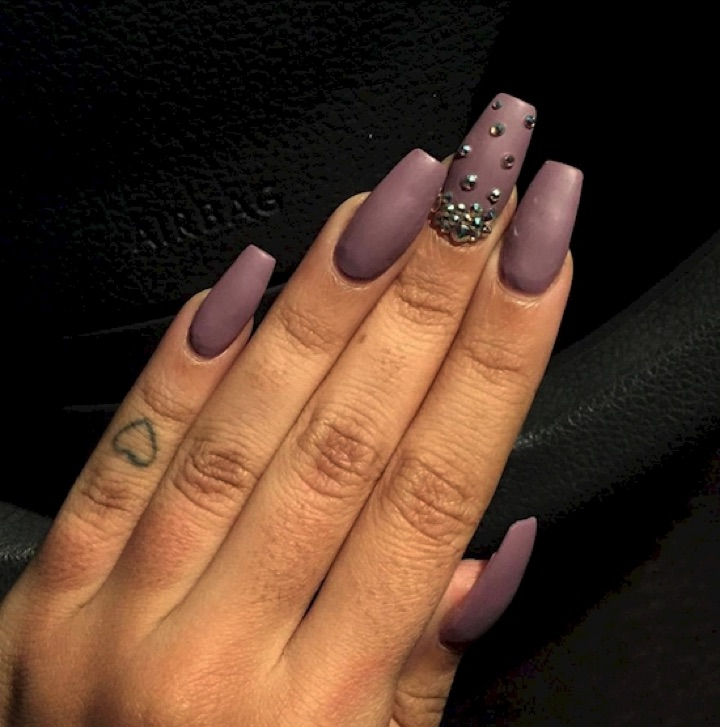 17 Extravagant Mauve Nail Manicures - Mauve nails with gorgeous rhinestone accent.
