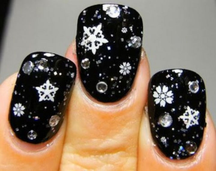 39 Winter Nails - Stunning winter snowflakes.