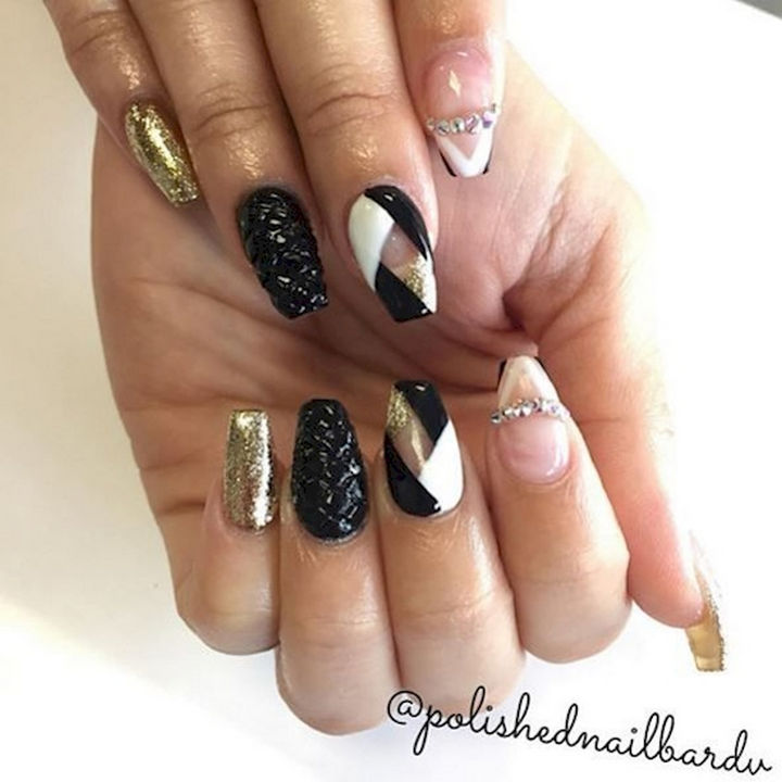 18 3d Nails Shimmering Gold Textured