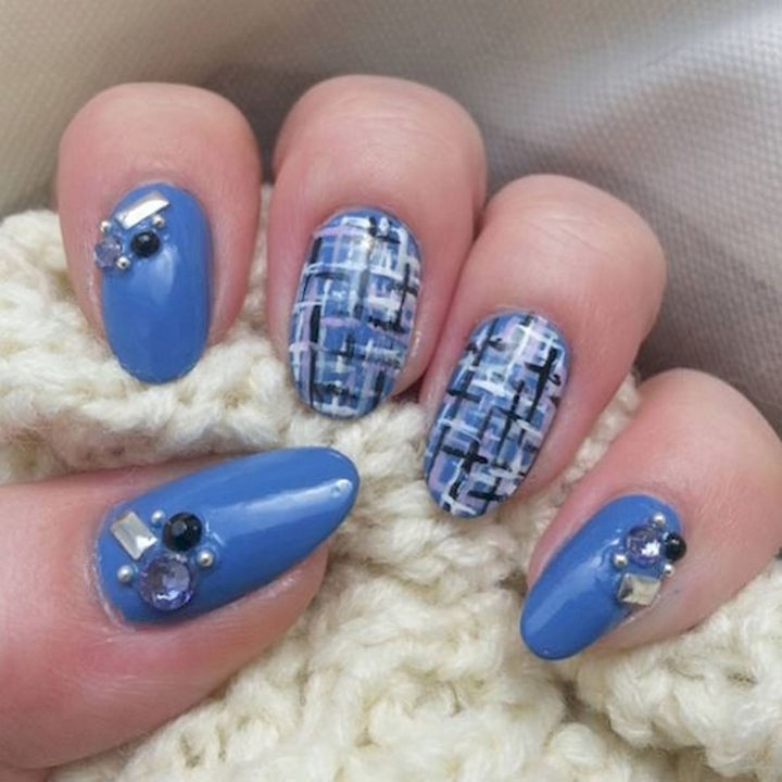 18 3D Nails - A gorgeous tweed design with matching studs.