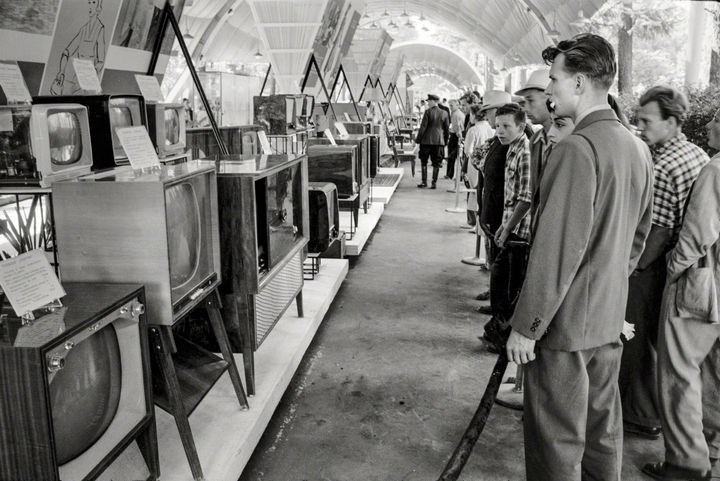 35 Rare Historical Photos - 1959: Russian attendees look at television sets and radios at the USSR Exhibition in Sokolniki Park, Moscow. The American National Exhibition was held next door to improve the political relations with Russia.