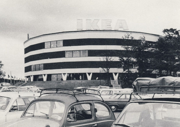 35 Rare Historical Photos - 1965: The largest IKEA store in Kungens Kurva, Sweden. The flagship store stands in the same location today.