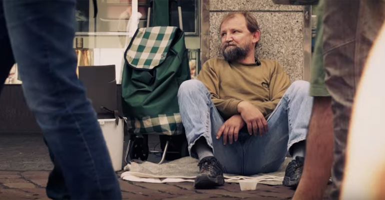 3 Students Surprise a Homeless Guy and Provide Hope.