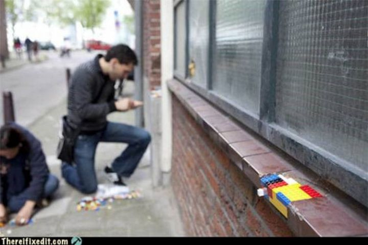 """20 Hilarious Ways Men Can Fix Anything - """"Some bricks are broken? I can fix that!"""""""