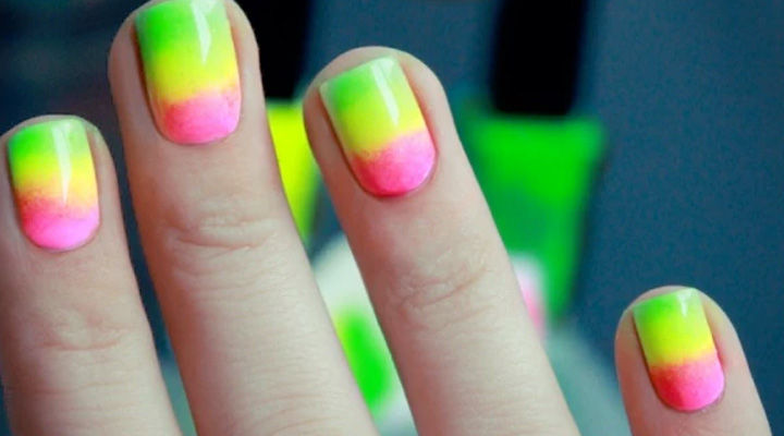 17 Gradient Nails - What is summer without gradient neon nails!
