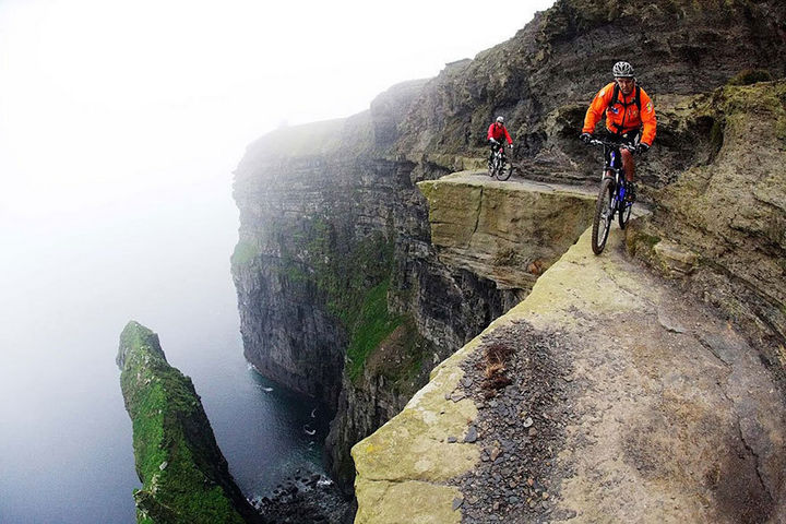32 People Who Look Fear in the Eyes - Extreme biking.