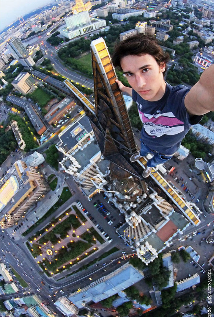 32 People Who Look Fear in the Eyes - The most dangerous selfie ever.