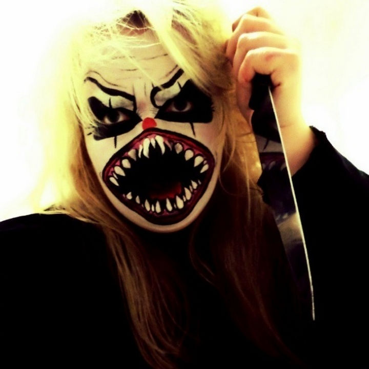 37 Scary Face Halloween Makeup Ideas - Angry clown.