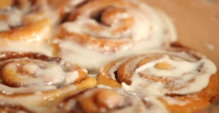 How to Make Cinnamon Rolls in 30 Easy Minutes Featured