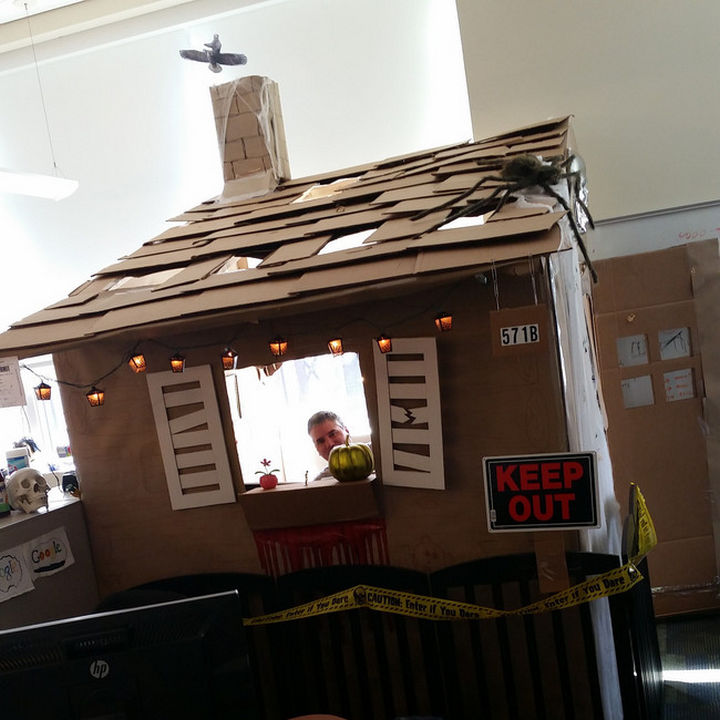 26 Funny Office Pranks - It's a Halloween haunted house.
