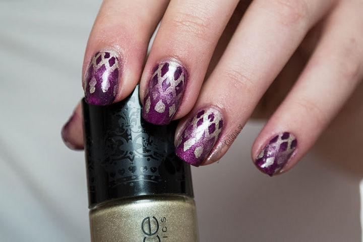 These diamond reverse gradient nails are so pretty.