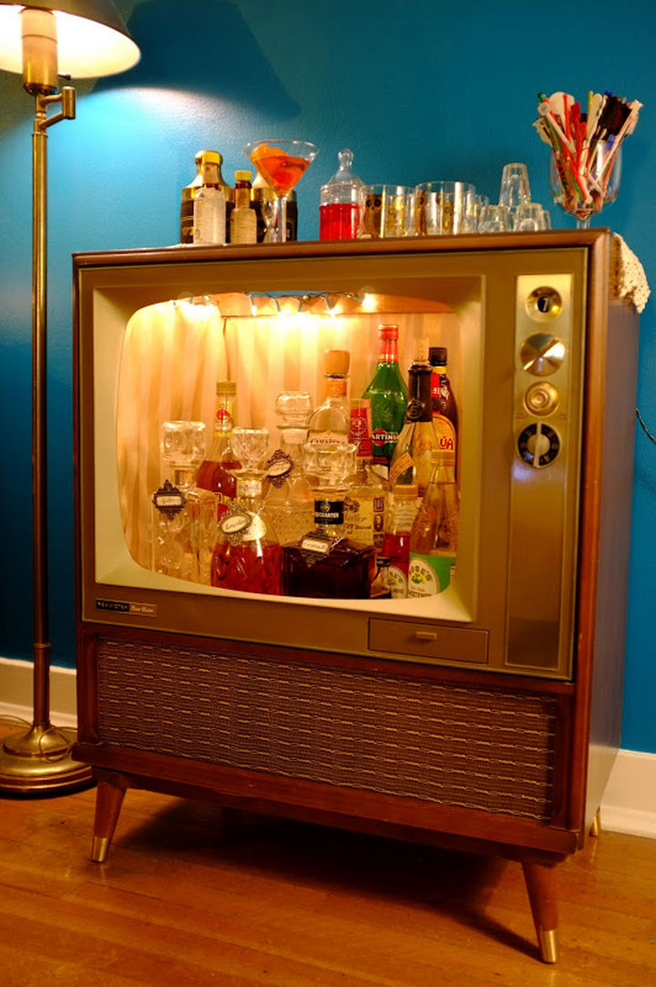 18 DIY Bars and Bar Carts - TV mini bar.