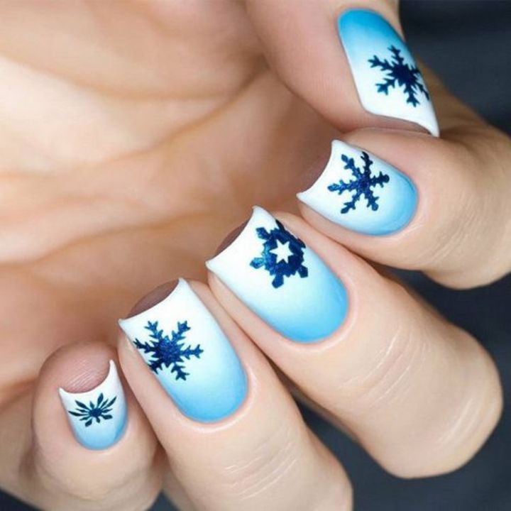 Cool winter nails that are as pretty as a snowflake.