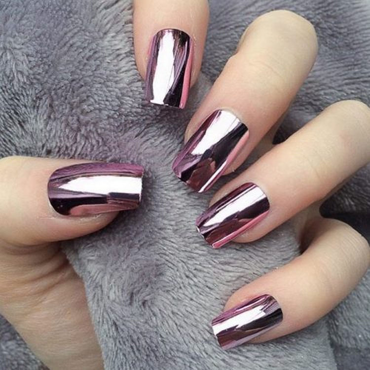 17 Winter Nails - Winter chrome nails that are edgy and sleek.