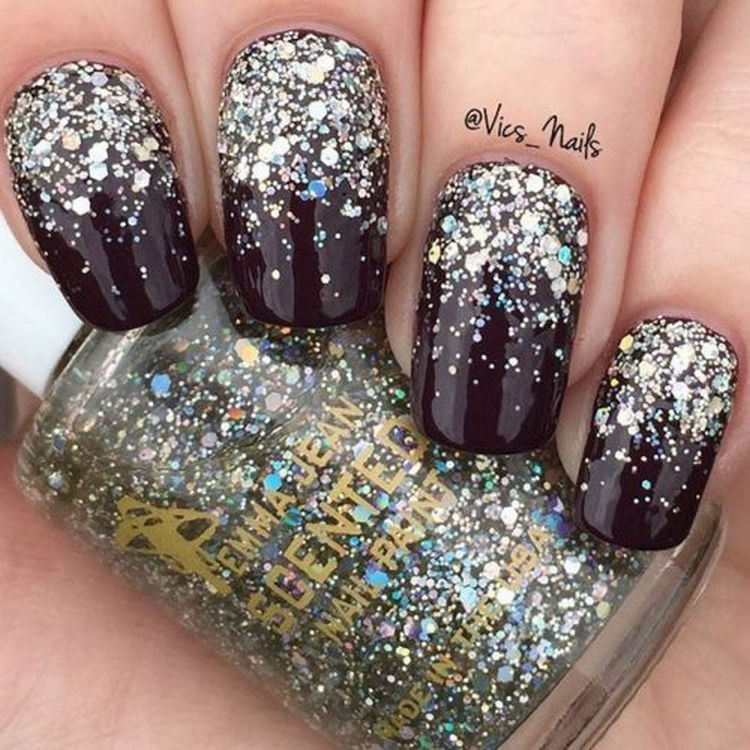 17 Winter Nails - A glitter gradient for perfect winter nails.
