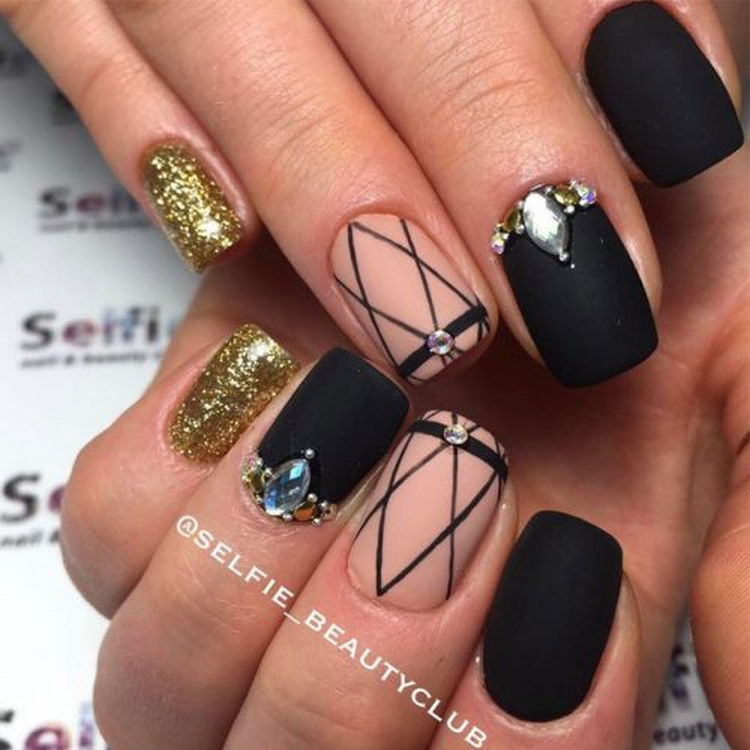 17 Winter Nails - Beautiful winter nail art design where glitter and matte come together.