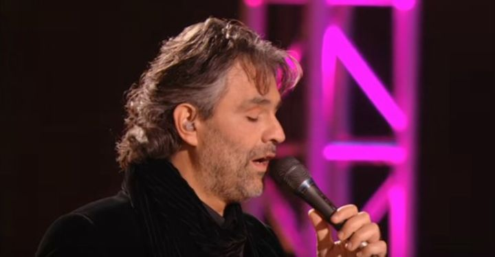 Andrea Bocelli Performs Can't Help Falling In Love.