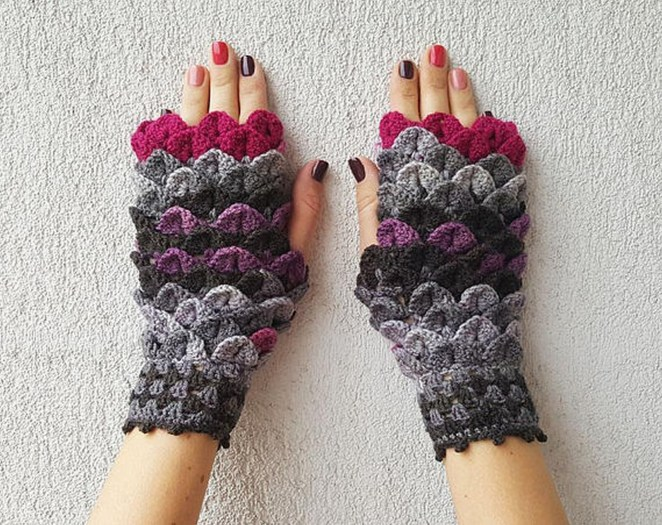 If you prefer shorter gloves that feature more scales, these look gorgeous.