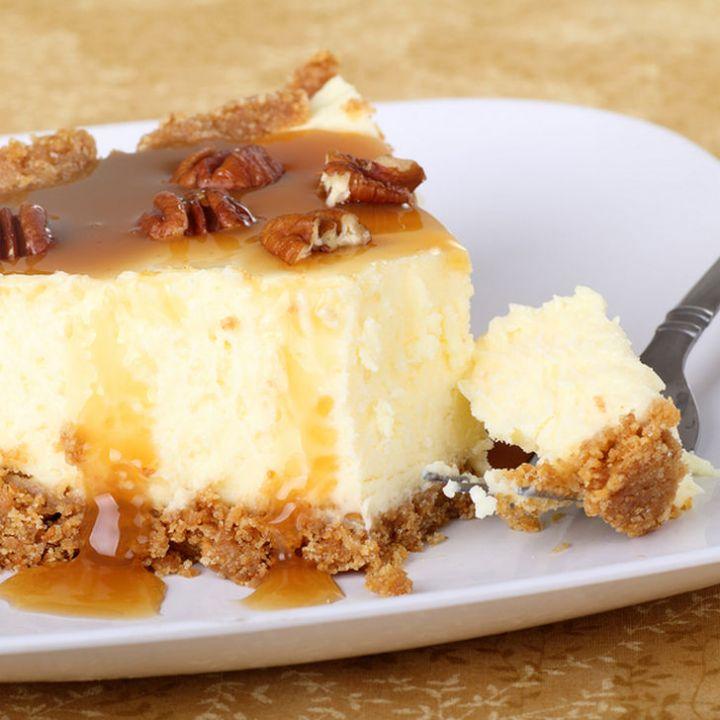 19 Delicious Cheesecake Recipes - Caramel Pecan Cheesecake.
