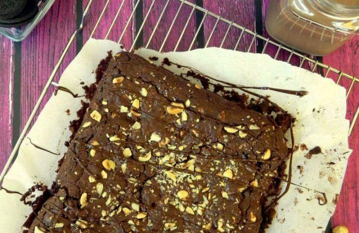 7 easy brownie recipes - Vegan Chocolate Oreo Brownies.