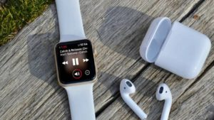 With a 35% share, Apple continues to dominate the wearable market that include smartwatches, smart bands, fitness trackers and headphones.