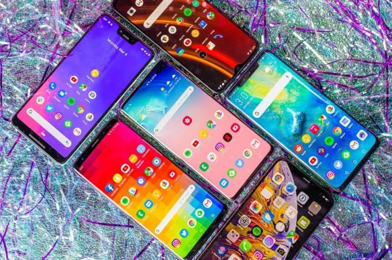 What Are the Benefits of Smartphones in the Finance Industry?.   They allow us to communicate with others, snap photos, take videos, manage our personal