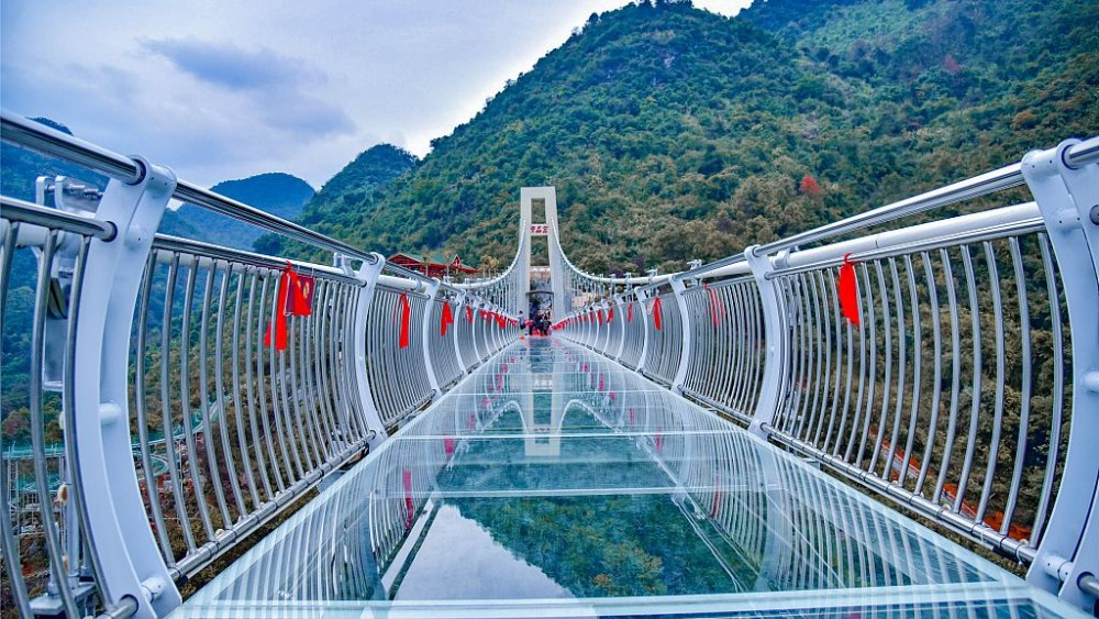 This is the Glass bridge that was constructed 4 years ago in China.  Undoubtedly, China dominates the world with its development in the country.china has been making extra ordinary things in the technology world.China are on a big deal