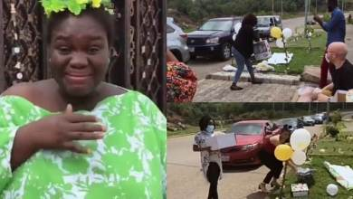 Photo of Lady In Tears As Friends Surprise Her With A Drive-by Baby Shower (Video)