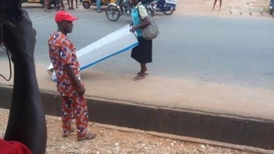 Photo of Woman Gave Her Husband A Coffin On Fathers' Day(photos)