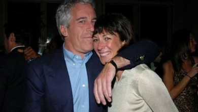 Photo of Bill Clinton visited Jeffrey Epstein's private island, unsealed court documents suggest