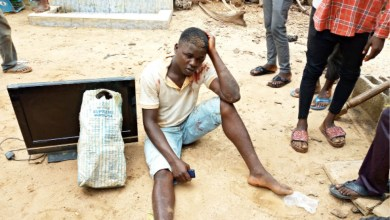 Photo of Suspected thief nearly lynched for allegedly stealing Plasma TV in Abuja