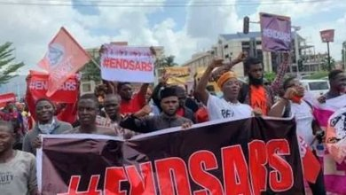 #EndSARS protesters apprehend, hand over hoodlums to police
