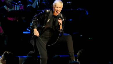 Annie Lennox films herself getting COVID vaccine in Los Angeles
